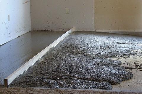 Цементная стяжка пола в квартире